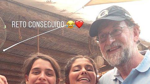 Rajoy, en bermudas y con gorra, se relaja en Formentera: ¡Presidente, presidente!