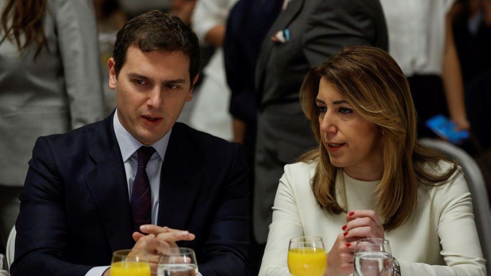 Foto: El líder de Ciudadanos, Albert Rivera, junto a Susana Díaz el pasado mes de mayo. (EFE)