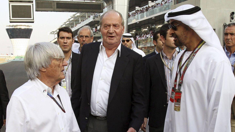 El rey Juan Carlos, en el Gran Premio de Abu Dabi junto al príncipe heredero, en 2010. (EFE)