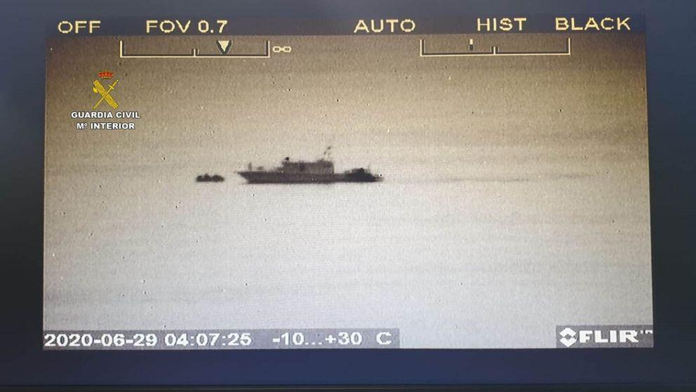 Rescatan a dos inmigrantes que cruzaban el Estrecho en un kayak