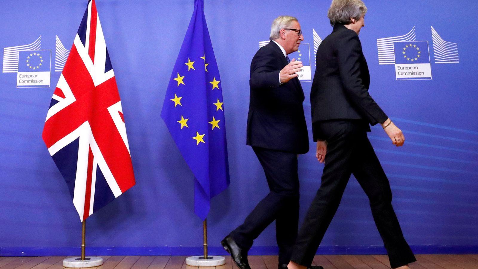 Foto: Theresa May y Jean-Claude Juncker, en Bruselas, el 21 de noviembre de 2018. (Reuters)