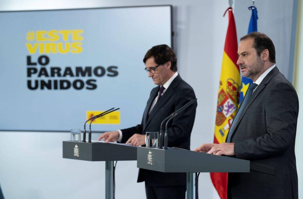 Foto: Los ministros de Sanidad y Transportes, Salvador Illa y José Luis Ábalos, este 4 de mayo en la Moncloa. (EFE)