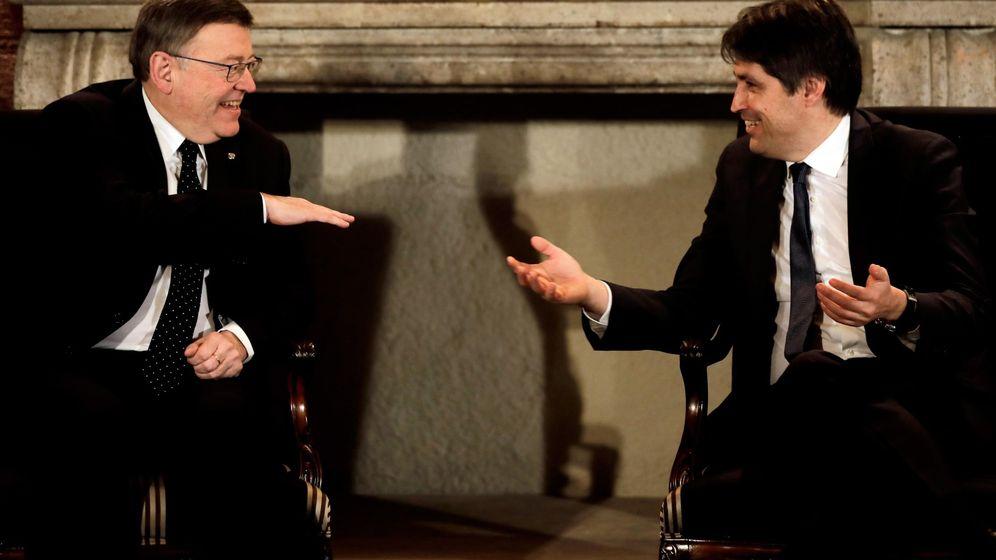 Foto: Ximo Puig y el presidente de Sociedad Civil Catalana, José Rosiñol, este lunes en el Palau de la Generalitat. (EFE)