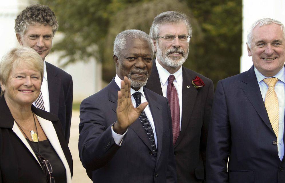 Foto: Kofi Annan y otras personalidades internacionales durante la Conferencia de Aiete, en San Sebastián, en 2011. (EFE)