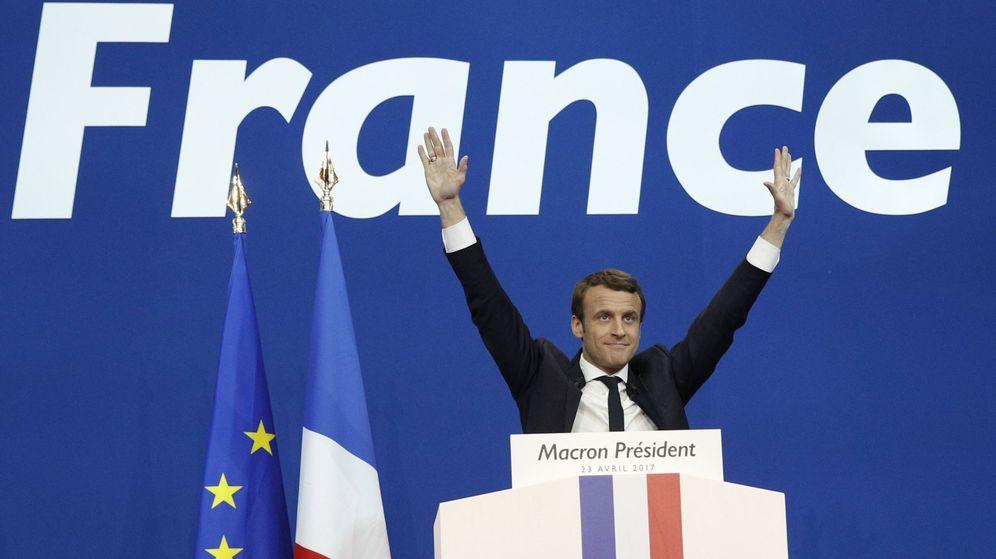 Foto: El socioliberal Emmanuel Macron celebra los resultados tras la primera vuelta de las elecciones en Francia. (REUTERS)