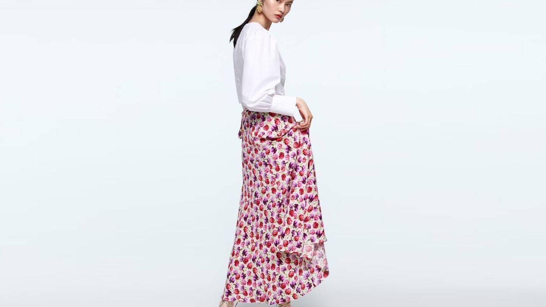 Falda pareo de Zara (39,95 €).