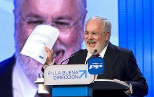 Rajoy obliga a Cañete a ser ministro de día y candidato de tarde/noche