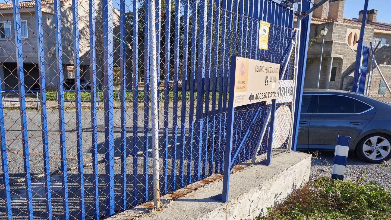 Iñaki Urdangarín llega al Centro Penitenciario de Brieva en coche. (EFE)