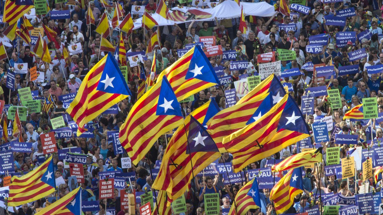 Esteladas en la manifestación contra los atentados de Barcelona y Cambrils el pasado verano. (EFE)