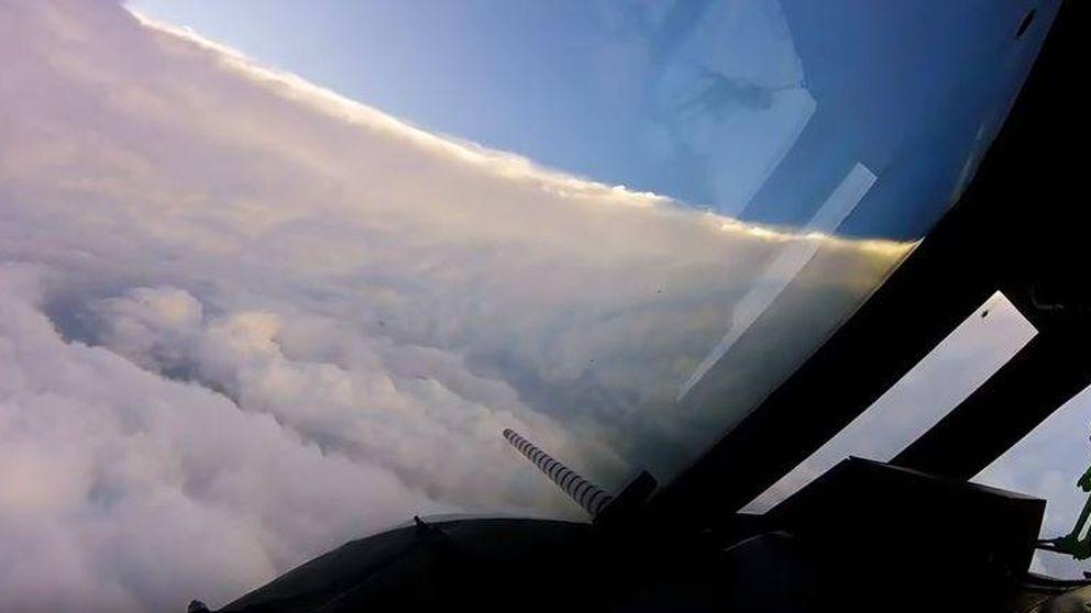 Así es estar en el ojo del huracán más potente de la historia... desde un avión
