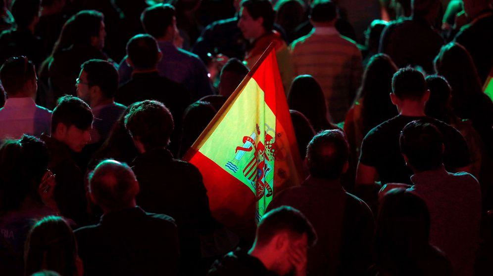 Foto: Seguidores de Vox, durante la noche electoral. (EFE)