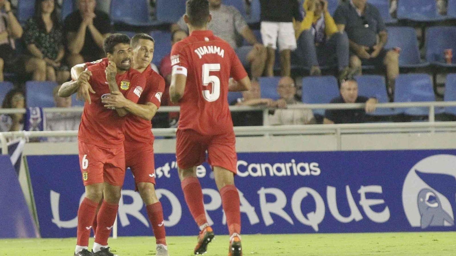Foto: Jugadores del Fuenlabrada celebran un gol. (Europa Press)