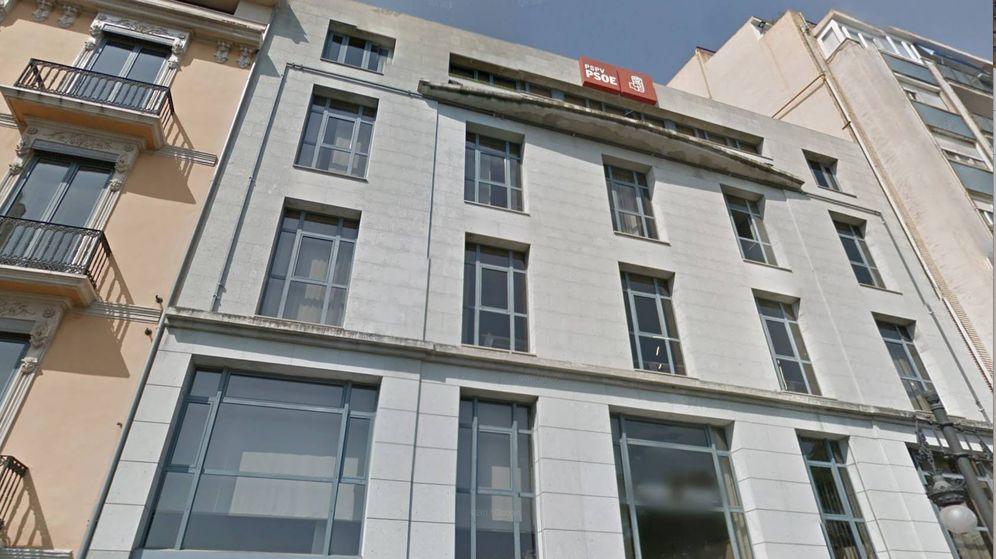 Foto: La sede que el PSVP-PSOE va a vender: tiene bajo, cuatro plantas y terraza superior. (Google)