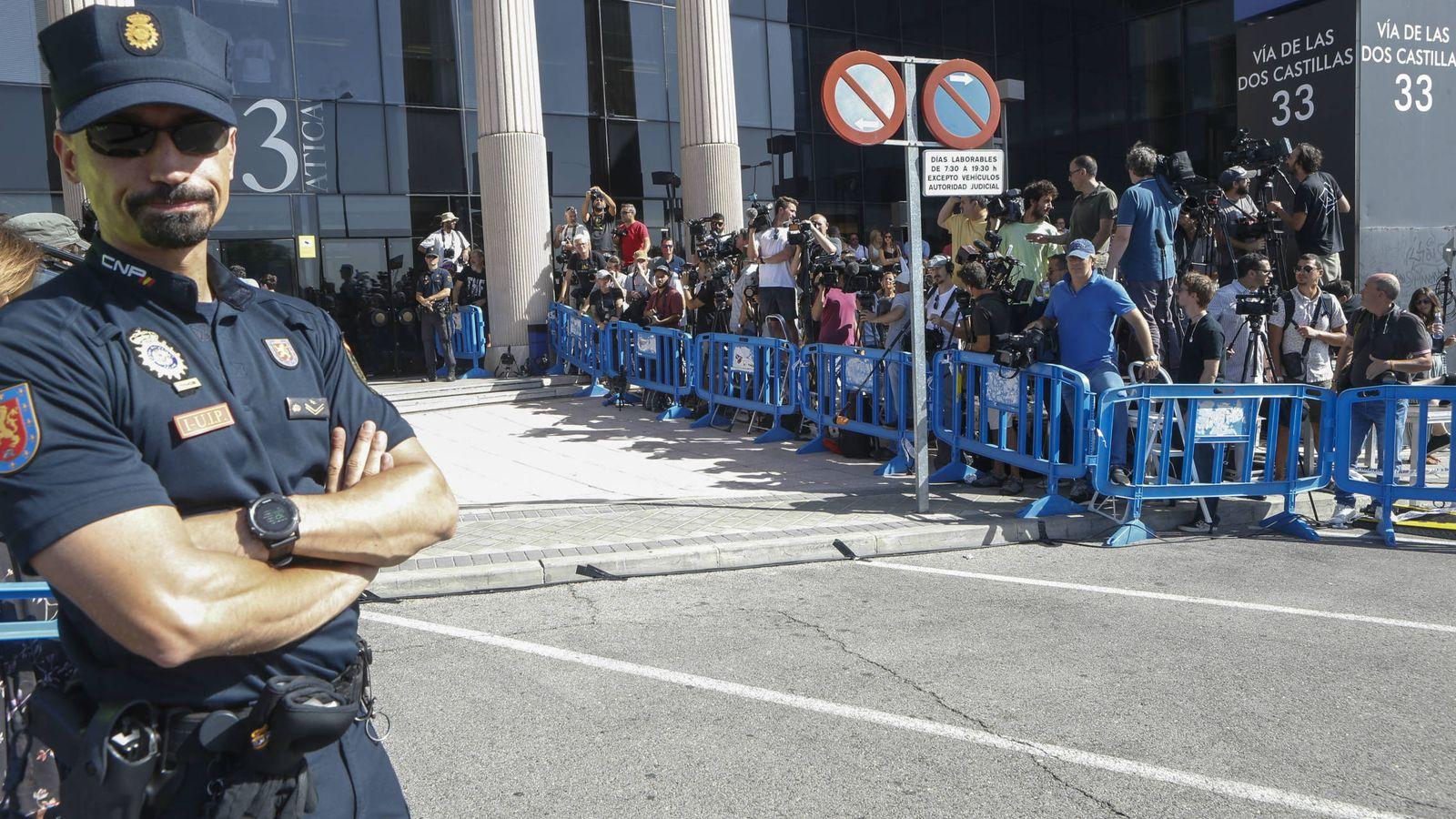 Foto: Imágenes de las puertas del juzgado de Pozuelo durante la declaración de Cristiano Ronaldo. (Gtres)