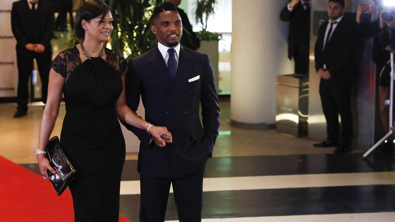 Samuel Eto'o y su esposa Georgette en la boda de Messi y Rocuzzo. (EFE)