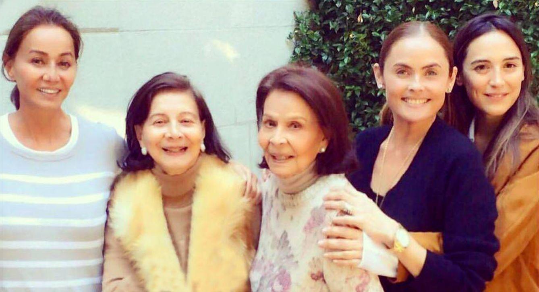 Foto: Isabel Preysler, Betty Arrastia, Joanna Preysler y Tamara Falcó, entre otros familiares. (Instagram)