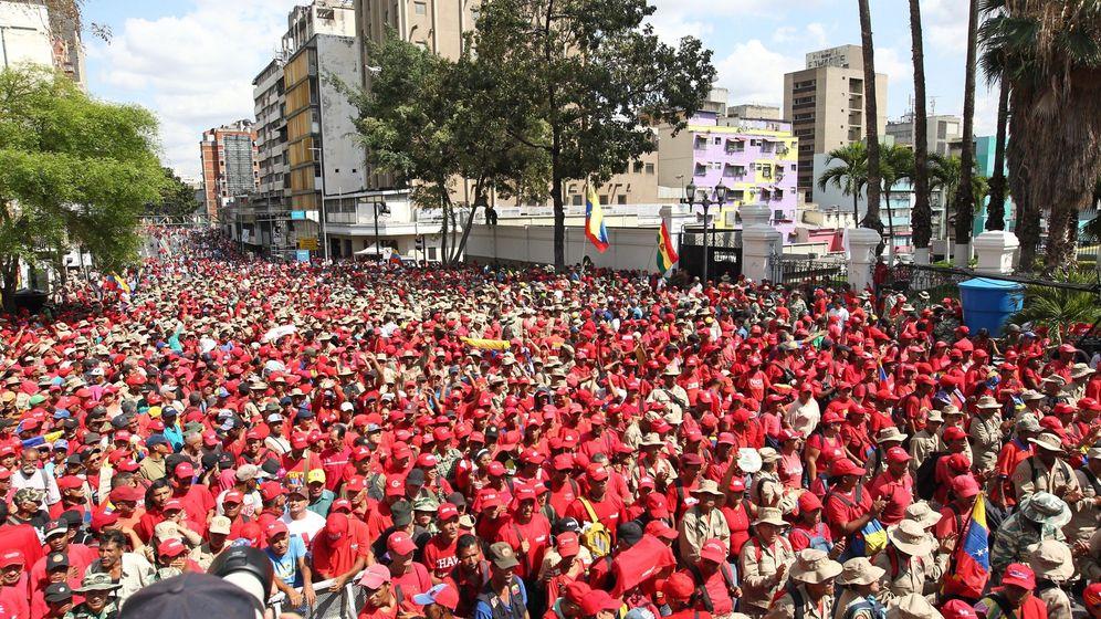 Foto: Marcha oficialista contra el imperialismo y el sabotaje eléctrico. (EFE)