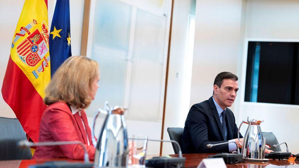 Foto: El presidente del Gobierno, Pedro Sánchez, y la ministra de Economía, Nadia Calviño. (EFE)