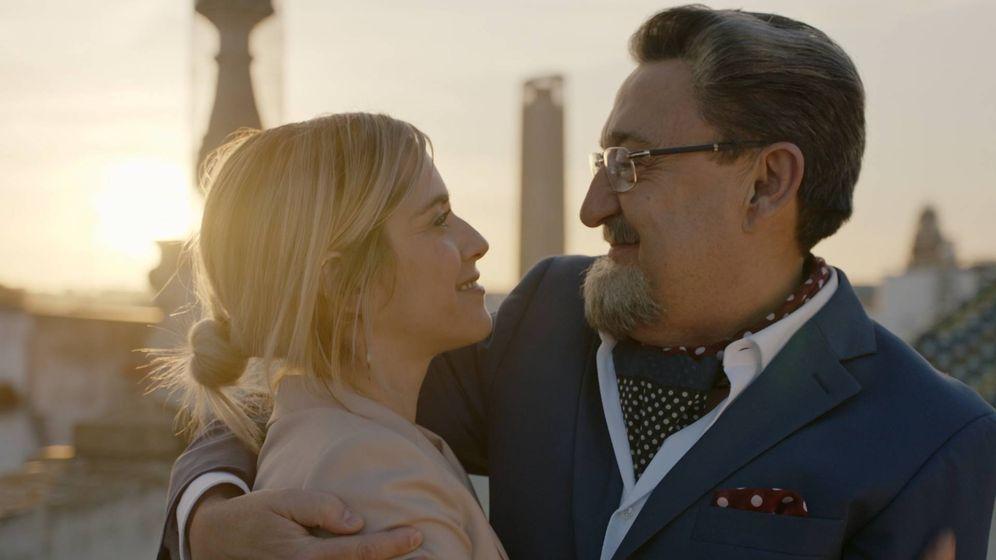 Foto: Carmen (María León) y Benito Benjumea (Mariano Peña) en 'Allí abajo'. (Atresmedia)