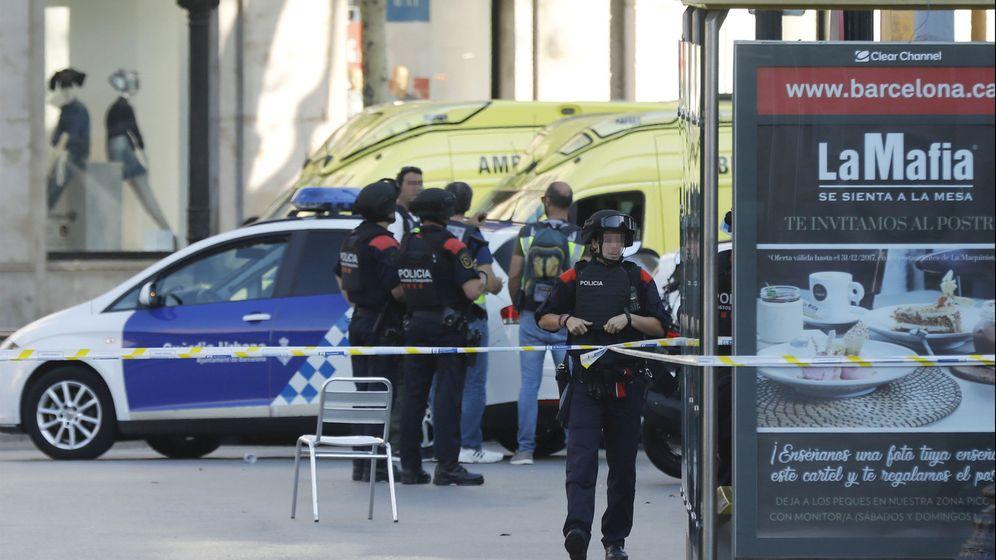 Foto: Efectivos policiales en las Ramblas. (EFE)