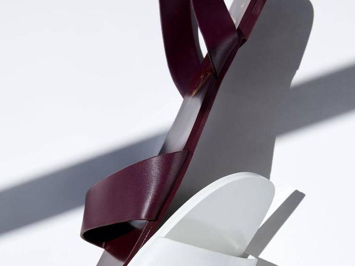 Foto: Sandalias baratas de piel de Zara. (Cortesía)