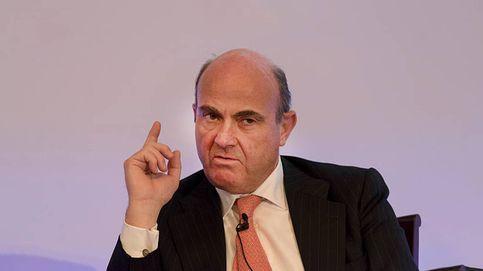 """Guindos justifica los ERE bancarios: """"Sin ellos, podría haber una crisis estructural"""