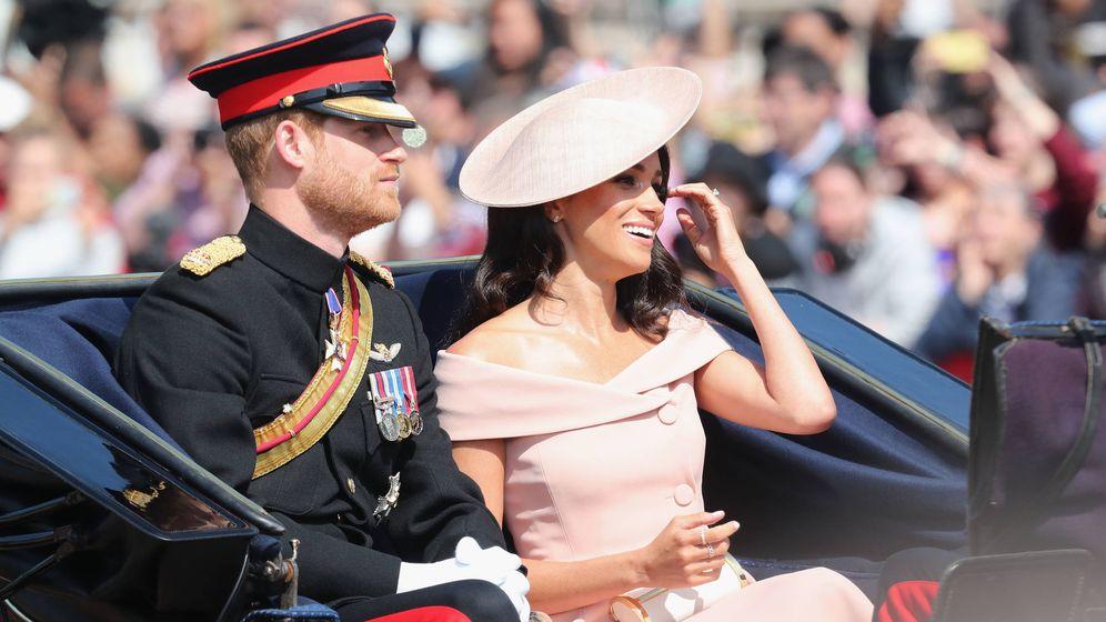 Foto: El príncipe Harry y Meghan con su bolso de Carolina Herrera. (Getty Images)