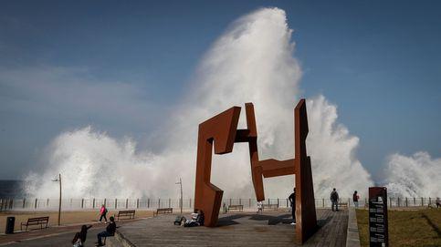 Primeros entrenamientos de F1 y olas de hasta 3,5 metros en la costa vasca: el día en fotos