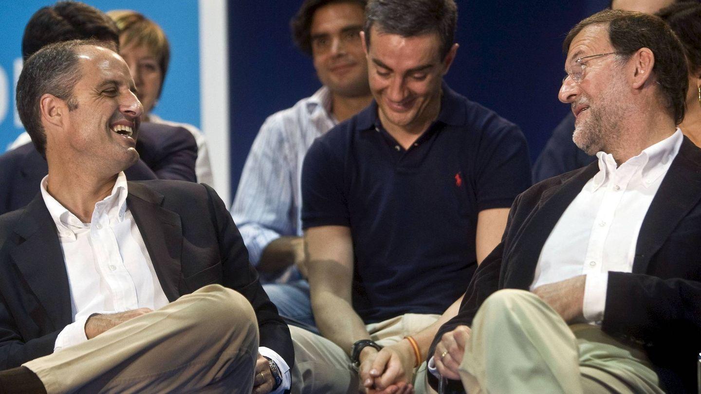 Francisco Camps, Ricardo Costa y Mariano Rajoy en un encuentro del PP en 2009. (Efe)