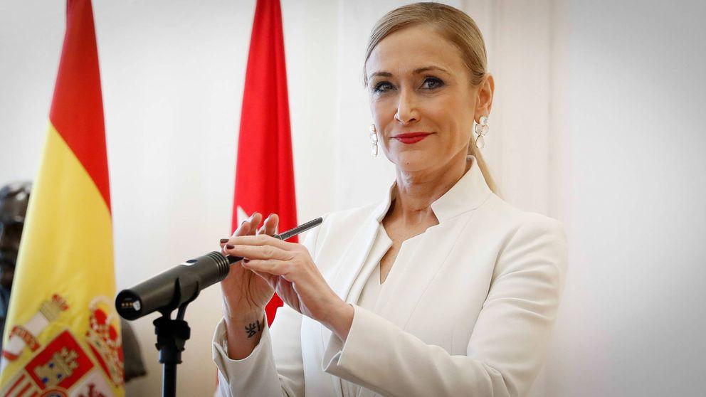 Cristina Cifuentes anuncia su dimisión con un look inmaculado (y low cost)