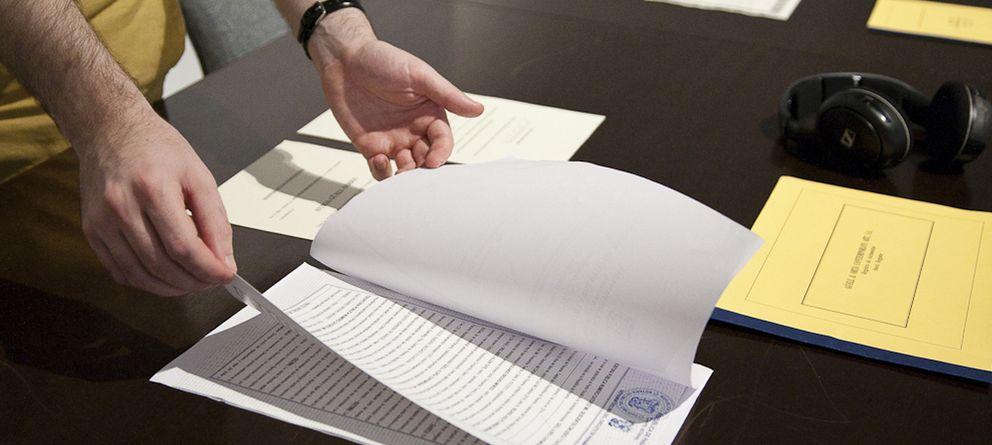Foto: Burocracia generada para la creación de la empresa en un Paraíso Fiscal, como parte de la muestra.