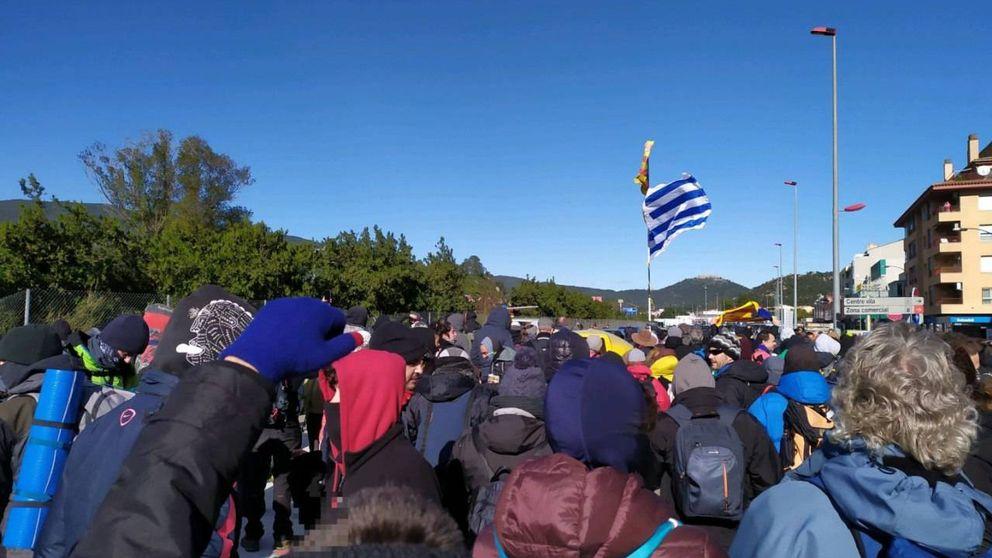 Manifestantes obstaculizan la AP-8 y agravan el colapso de tráfico en Irún