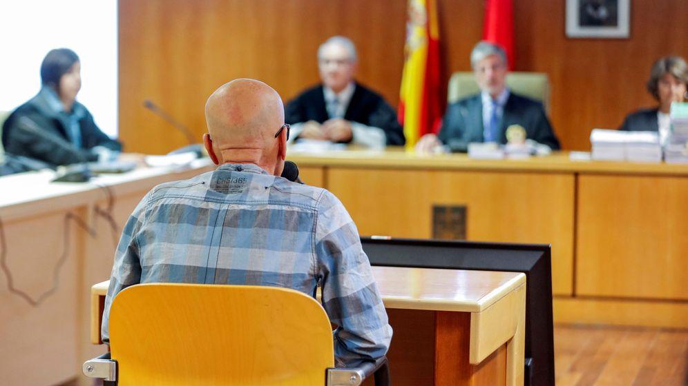Foto: Pedro Luis Gallego, el violador del ascensor, durante el juicio. (EFE)
