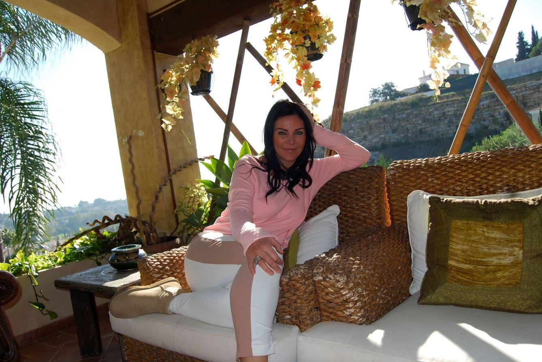 Foto: Natasha Romanov posa para Vanitatis en su casa de Marbella