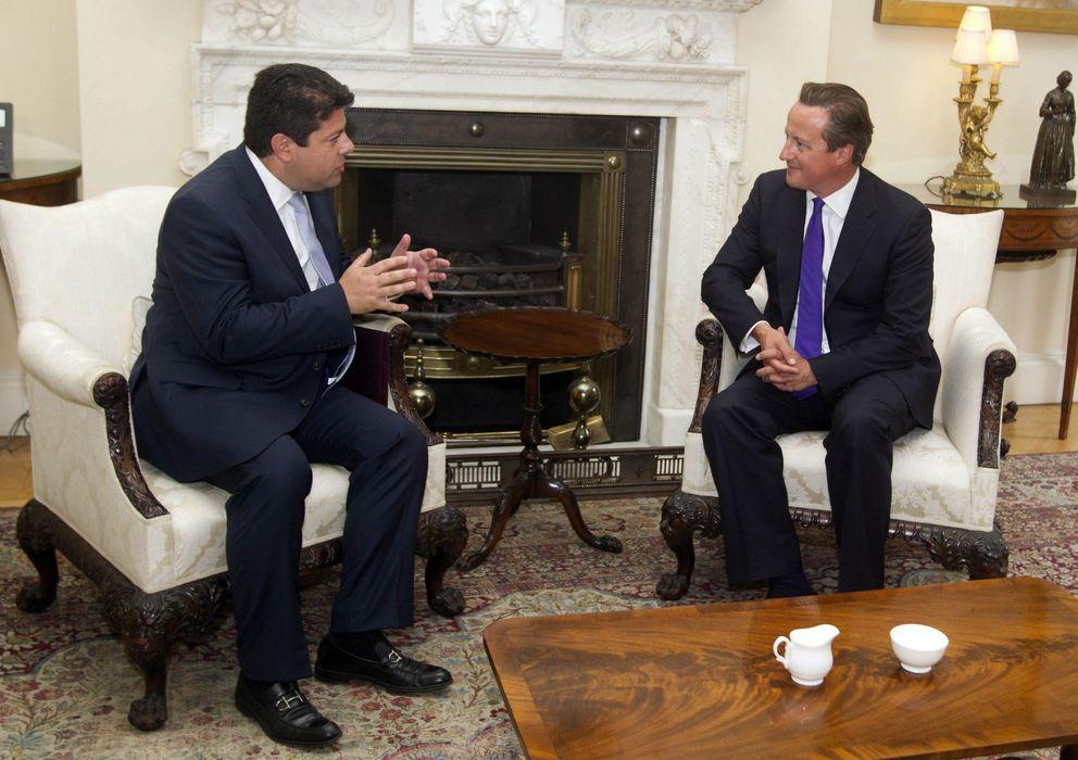 Foto: El primer ministro británico, David Cameron, junto al ministro principal de Gibraltar, Fabian Picardo (Efe).