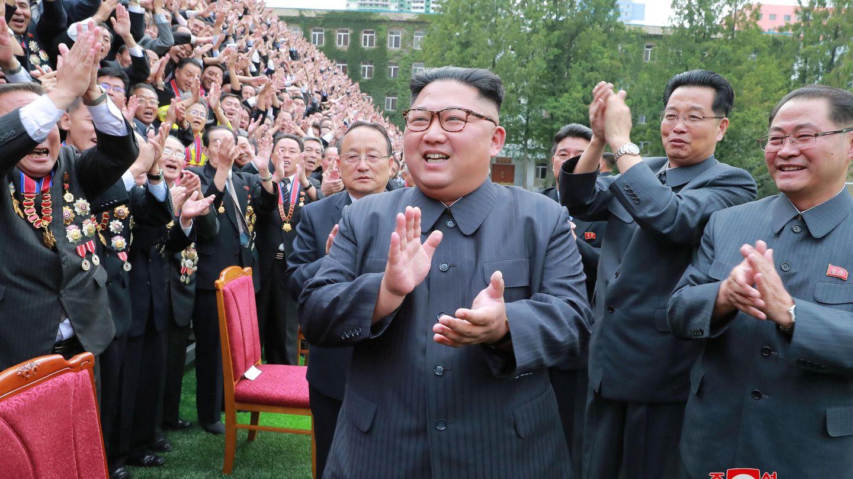 Kim Jong-un asiste a una reunión con profesores e investigadores de la Universidad de Tecnología Kim Chaek de Pyongyang, el 29 de septiembre de 2018. (Reuters)