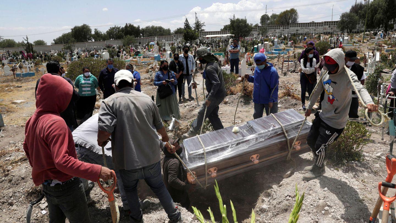 Funeral de una víctima del covid en Ecatepec de Morelos, a las afueras de Ciudad de México. (EFE)
