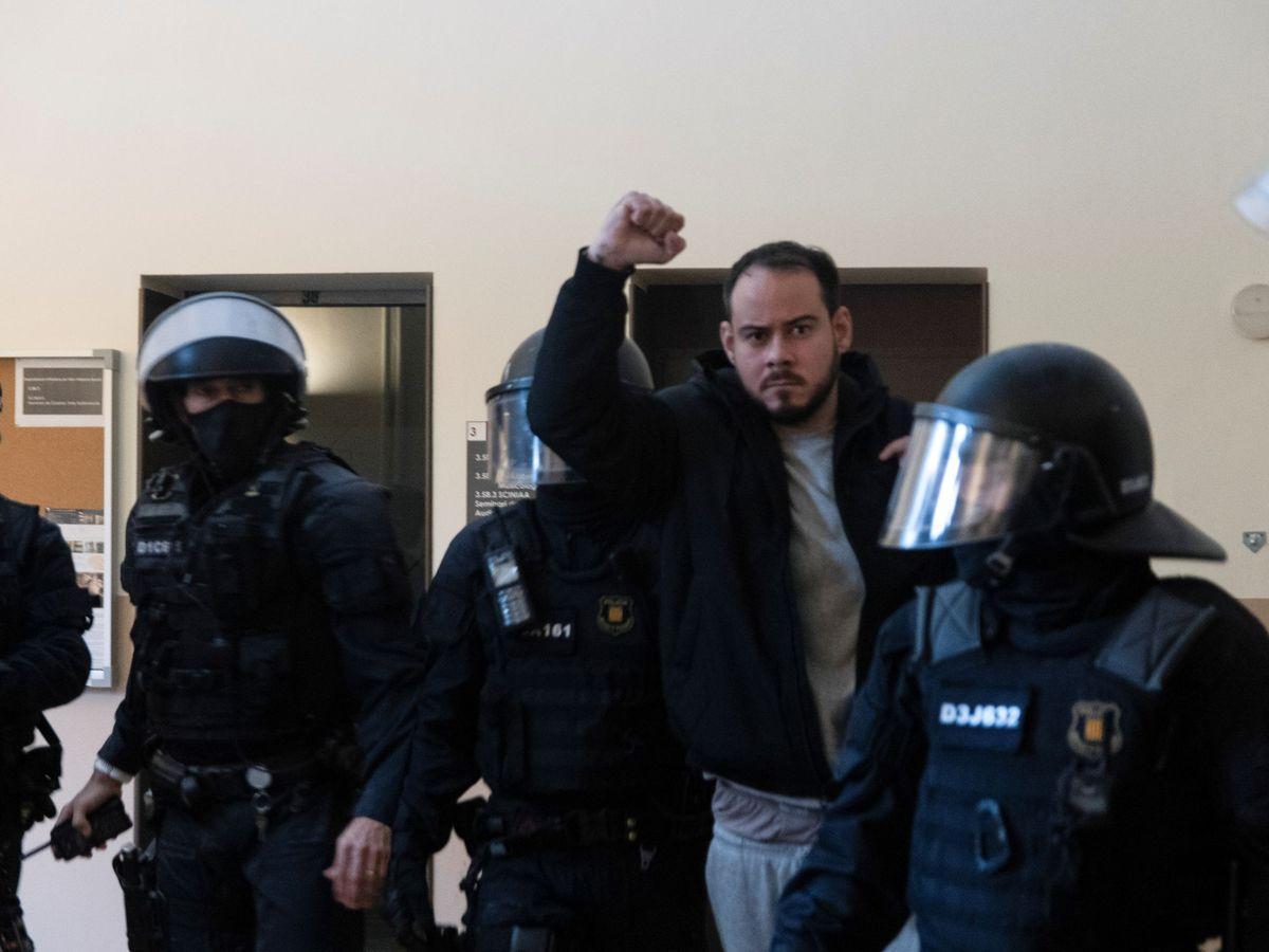 Foto: El rapero Pablo Hasél en el momento de su detención. (Reuters)