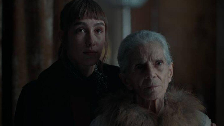 Almudena Amor y Vera Valdez en 'La abuela', de Paco Plaza