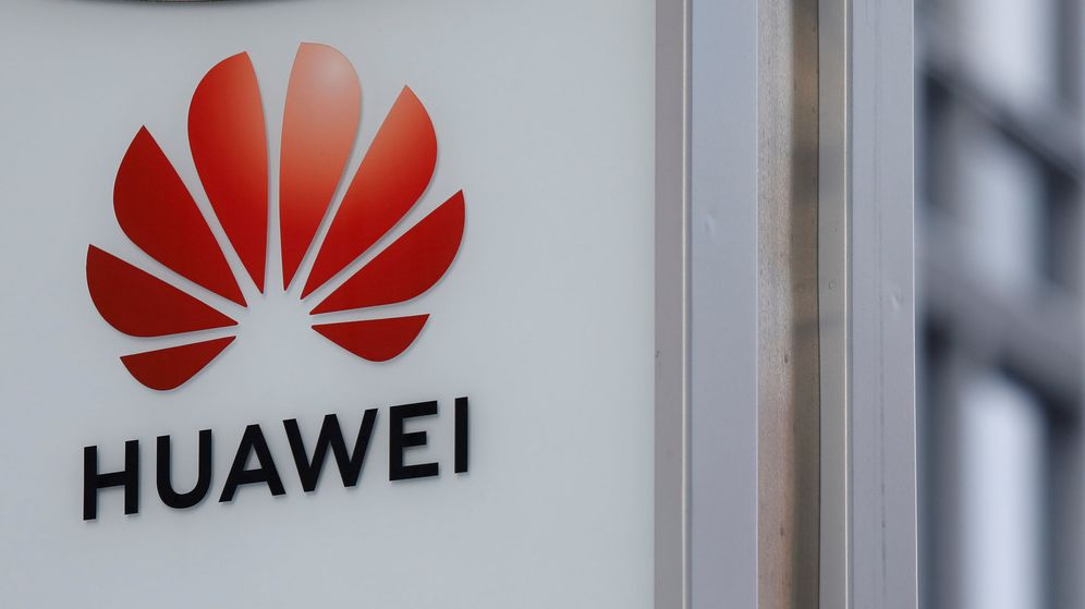 Foto: File photo: logo of huawei is seen in front of the local offices of huawei in warsaw