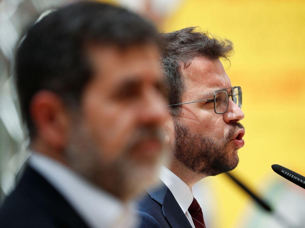 Foto: Pere Aragonès (ERC) con Jordi Sànchez (JxCAT). (EFE)