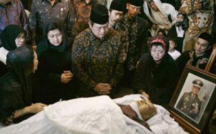Foto: Muere el ex presidente indonesio Suharto a los 86 años