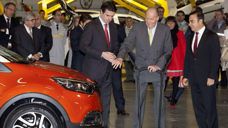 El rey Juan Carlos visita las instalaciones de Renault en Valladolid. (EFE)