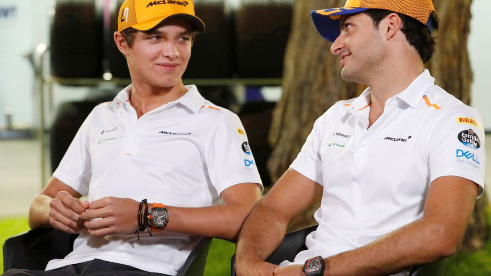 Foto: Lando Norris y Carlos Sainz durante la previa del Gran Premio de Singapur. (Reuters)