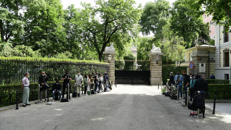 Los medios, a la entrada del Palacio de Liria. (Limited Pictures)