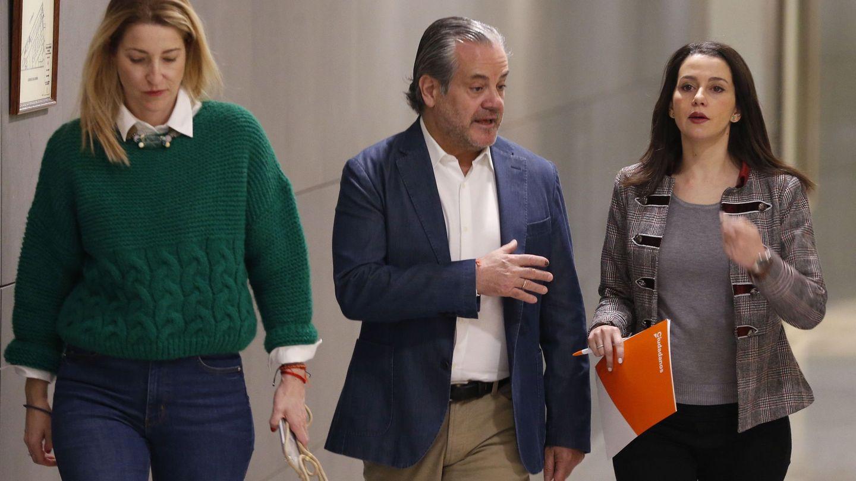 De Quinto, junto a Inés Arrimadas y María Muñoz. (EFE)