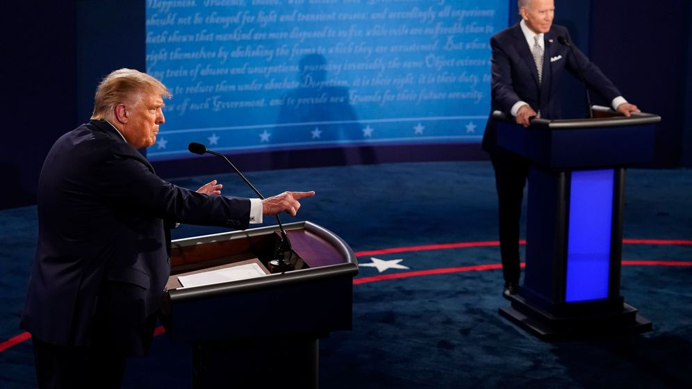 Foto: Donald Trump y Joe Biden, esta noche (EFE)