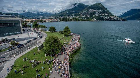 Competición de salto desde acantilado en Suiza