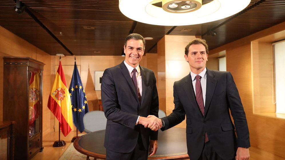 Foto: El presidente del Gobierno en funciones, Pedro Sánchez, y el líder de Ciudadanos, Albert Rivera. (FE)