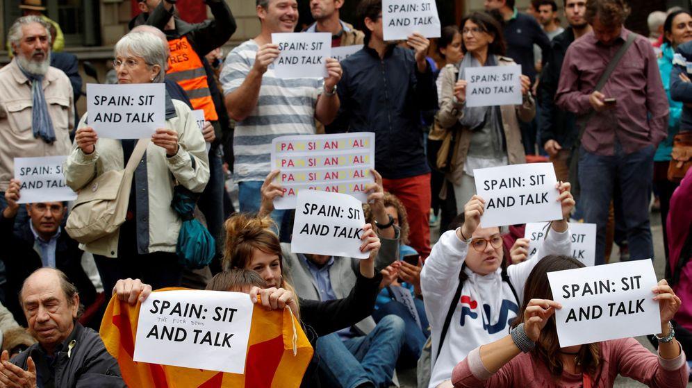 Foto: Concentración ante la sede de la Delegación del Gobierno en Cataluña, convocada por la plataforma Tsunami Democràtic ante la visita del presidente del Gobierno en funciones, Pedro Sánchez. (Reuters)